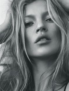 travelist:  preciousandfregilethings:  hauteinnocence: Kate Moss by Tesh i-D September 2005  Love