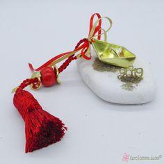 Γούρι 2019 χρυσή βάρκα σε πέτρα Charms, Drop Earrings, Stone, Jewelry, Rock, Jewlery, Jewerly, Schmuck, Drop Earring