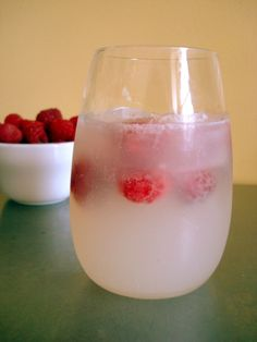 Raspberry-Lemonade Spritzers #recipe #drink