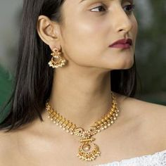 Gold Earrings Designs, Gold Jewellery Design, Necklace Designs, Gold Jewelry Simple, Stylish Jewelry, Jewelry Accessories, Indian Jewelry Sets, Bridal Jewelry, Pearl Jewelry