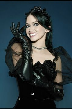 Leather Gloves, Brunettes, Wonder Woman, Women's Fashion, Superhero, Colors, Sexy, Style, Long Gloves