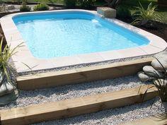 Petite piscine coque polyester - mini piscine - fabrication française - excel piscines - fontaine - contour paysagé - fond plat - piscine sans permis