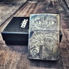 This lighter is a modification made from An New Original Zippo. Passing through a process of polishing, hand engraved (on all sides), acid and high temperatures. A single piece, it is not possible to create two equals. Is an exclusive product anda signed by autor.