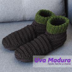 El PASO a PASO de estas lindas pantuflas en bota lo encontrarás en nuestro canal de youtube   #Pantuflas #Slippers #CrochetPantuflas #CrochetSlippers #PantuflasCrochet #PantuflasGanchillo #PantuflasTejidas #Crochet #Ganchillo #Croche #Handknit #Crocheted #Yarnlove #Instacrochet #Craftsposure #Creativelifehappylife #Handmadeisbetter #Crochetersofinstagram #Crochetaddict #Crocheting #Yarn #Crocheteveryday #Crochetando #Handmadewithlove #Virka #Craftastherapy #Orgu #Tejido #Knit #Crafts #Lana… Lana, Hand Knitting, Slippers, Socks, Handmade, Slipper, Chrochet, Tejidos, Sneakers