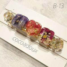 【B-13】押し花レジンバレッタ バラ×ビオラ ハンドメイド B 13, Resin Flowers, Resin Crafts, Resin Jewelry, Designer Earrings, Bracelet Watch, Diy And Crafts, Romantic, Jewels