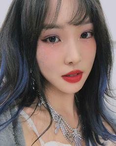 Kpop Girl Groups, Kpop Girls, Green Hair, Blue Hair, Gfriend Yuju, G Friend, Korean Makeup, Girls Makeup, Makeup Inspo