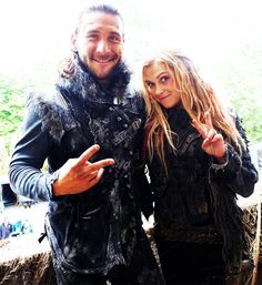Zach McGowan and Eliza Jane Taylor || The 100 cast behind the scenes || Prince Roan of Azgeda and Clarke Griffin