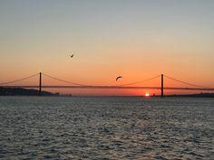Invitation à la rêverie invitation à l'action invitation à la fête : all in one! #ponte #puente #sea #seagull #saturday #sunday #water #bridge #Europe #portugal #Lisbon #sunset #atlantic #sun #weekend #busy #business @hitsocialcom @mdcplus #photography #instagood #digital #nomad #digitalnomad