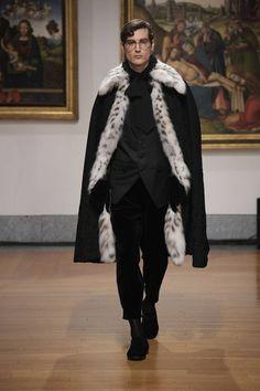 Dolce & Gabbana Alta Sartoria celebrates knowledge and wisdom with its pre-fall 2020 collection. Designers Domenico Dolce and Stefano Gabbana utilize their vast… High Fashion Men, Mens Fashion Wear, Men Fashion Show, Fashion Outfits, Male Fashion, Dandy Style, Dolce And Gabbana Man, Fashion Project, Mens Fur
