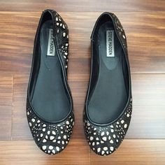 Steve Madden Helga Ballet Flat Comfy flats for work or play. Looks cute with black leggings. Steve Madden Shoes Flats & Loafers
