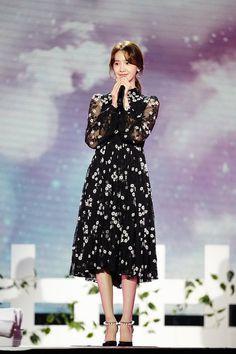 Yoona - So Wonderful Day in Singapore Snsd Fashion, Asian Fashion, Fashion Dresses, Tulle Bridesmaid Dress, Pretty Asian Girl, Blouse Neck Designs, Popular Girl, Girls Generation, Dress Me Up