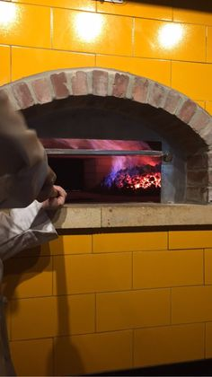Our coal fired ovens are waiting to cook your custom pie creation to perfection! Did we mention it will be done in minutes! #itsahbeetz