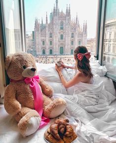 - Fashionaddict - Happy Wednesday 😻 Tag someone who would love Milano ☝️ Via By 💕. Teddy Bear Pictures, Bear Photos, Giant Teddy Bear, Cute Teddy Bears, New Life, Cadeau Surprise, Luxury Boat, Teddy Girl, Bear Girl