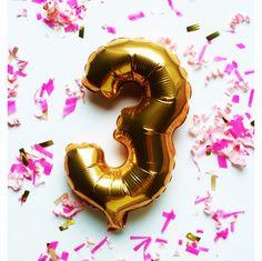Grand jeu-concours anniversaire labeauteparisienne.com : tentez de remporter un lot beauté exceptionnel de 12 produits ! Birthday Candles, Paris, Outdoor Decor, Birthday, Products, Montmartre Paris, Paris France