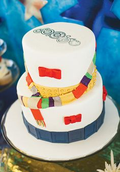 A Doctor Who Themed Gender Neutral Baby Shower with bow tie cookies, jelly babies, photo booth props, tardis + dalek cake, cybermen cookies + other doctor details Doctor Who Cakes, Doctor Who Baby, Doctor Who Wedding, Diy Doctor, Doctor Who Funny, Gender Neutral Baby Shower, Baby Shower Themes, Dalek Cake, Tardis Cake