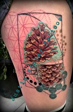 Sacred Geometry Pine Cone Tattoo by Justin Winter Tacoma, Wa. Integrates the flower of life, Metatron's Cube and the Fibonacci sequence.