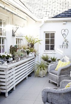This sunny South African interior is wonderfully cheerful. Adorned in sunshine yellow and an abundance of white, the Hout Bay based abode is as stylish as Flagstone Patio, Brick Patios, African Interior, Patio Privacy, Backyard Seating, Patio Shade, Weekend House, Industrial Architecture, Garden Deco