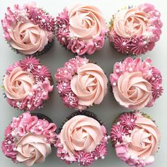 These pink rose cupcakes are so pretty! – Erin Aschow These pink rose cupcakes are so pretty! These pink rose cupcakes are so pretty! Frost Cupcakes, Cupcakes Flores, Flower Cupcakes, Pink Cupcakes, Pretty Cupcakes, Beautiful Cupcakes, Valentine Cupcakes, Mothers Day Cupcakes, Elegant Cupcakes