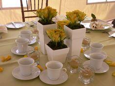 centre de table , rose jaune www.alaboiteafleurs.com