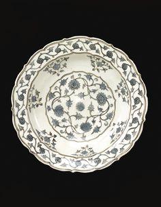 A rare Iznik Chinoiserie dish, Turkey, circa 1560 - Sotheby's