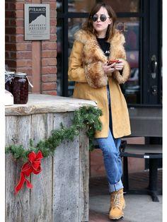【ELLE】写真1|ダコタ・ジョンソンが実践するスノーファッションを拝見|エル・オンライン