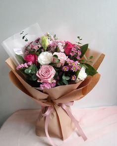 No photo description available. Felt Flower Bouquet, Beautiful Bouquet Of Flowers, Pretty Flowers, Bunch Of Flowers, Faux Flowers, Fresh Flowers, How To Wrap Flowers, Flower Box Gift, Flower Boxes
