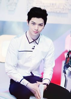 Sungjae #btob. Why does he look like a stalker in this pin. LOL