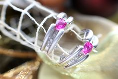 Beautiful earings, 18k white gold with ruby and diamonds