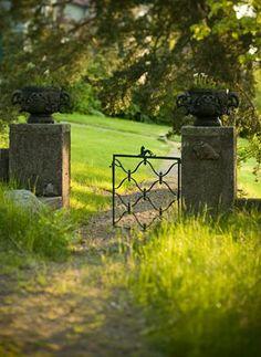 Simple gates and pillers - Charlie Drevstam