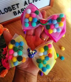 Making Bows, Cute Bows, Hairbows, How To Make Bows, Baby Things, Floral, Handmade, Hair Decorations, Creative Things