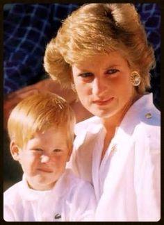 Diana and young Prince Harry. Princess Diana Family, Royal Princess, Prince And Princess, Princess Of Wales, Prince Harry Diana, Prince Charles And Diana, Prince Harry And Meghan, Prince William, Diana Son
