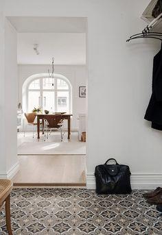 would like the patterned tiled floor in my hall | Alvhem Mäkleri och Interiör