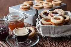 Jelly cookies by Greek chef Akis Petretzikis. A quick and easy recipe you can enjoy making, baking and eating with your kids! Jelly Cookies, Filled Cookies, Yummy Cookies, Tea Cookies, Greek Desserts, Greek Recipes, Biscuit Cake, Sweet Pie, Cakes And More
