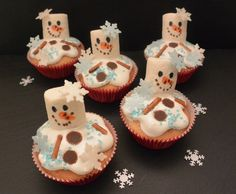 geschmolzene Schneemänner Muffins  http://frinis-test-stuebchen.de/2015/12/geschmolzene-schneemann-muffins-food-backen-weihnachten-olaf/
