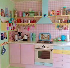 Whimsical Kitchen, Shabby Chic Kitchen, Pastel Room, Pastel House, Casa Retro, Retro Home, Pastel Kitchen, Kitchen Colors, Estilo Kitsch