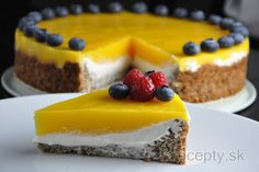 Are you in mood for fresh and healthy cake with a tropical touch and a creamy, but not heavy filling? In that case, definitely prepare this healthy mango cake with ricotta filli. Mango Cheesecake, Cheesecake Recipes, Healthy Cake, Healthy Sweets, Cake Recept, Mango Cake, Czech Recipes, How Sweet Eats, Sweet Recipes