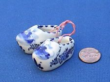 Pottery & Glass Delft Humor Delft Miniature Plate With Pair Of Clogs