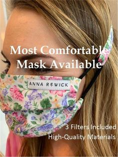 This is a free printable face mask pattern. It's an fitted olson style with a filter pocket and hair Easy Face Masks, Homemade Face Masks, Diy Face Mask, Tapas, Maskcara Beauty, Free Filters, Easy Video, Diy Mask, Couture