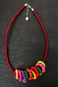 DIY Silk Thread Wrapped Bead and Cord Necklace Tutorial from Fave Crafts.This is an easy DIY, but you need patience. Not only are the wooden rings wrapped with thread, but so is the necklace cord. Silk Thread Necklace, Thread Bangles, Fabric Necklace, Thread Jewellery, Textile Jewelry, Fabric Jewelry, Diy Necklace, Necklace Designs, Necklaces