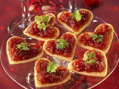 Blätterteig-Canapes mit Tomatensauce - smarter - Zeit: 40 Min. | eatsmarter.de