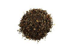 """Golden Népal Maloom TGFOP. Situé sur les contreforts de l'Himalaya, le """"Toit du Monde"""", seule une petite quantité de thé nous provient de ce jardin. Il est comparable a un bon Darjeeling. Provient d'une second flush."""