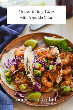 Grilled Shrimp Tacos with Avocado Salsa Seafood Recipes, Mexican Food Recipes, Dinner Recipes, Cooking Recipes, Ethnic Recipes, Dinner Ideas, Grilling Recipes, Seafood Dishes, Mexican Entrees