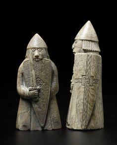 Viking Dragon, Viking Art, Medieval Games, Medieval Art, Viking Berserker, Chess Pieces, Game Pieces, Wood Carving Designs, Norse Vikings