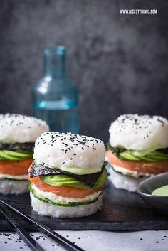 Sushi Burger - a gluten-free recipe with avocado and salmon . - Sushi Burger – a gluten-free recipe with avocado and salmon – nicest things – Sushi Burger – a recipe with avocado and salmon – Sushi Burger, Avocado Burger, Sushi Sushi, Sushi Sandwich, Diy Sushi, Sushi Food, Homemade Sushi, Sushi Art, Sushi Rolls