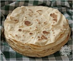 Soft, homemade lavash recipe suitable for wrapping recipes backen backen rezepte bread bread bread Pizza Recipes, Bread Recipes, Dessert Recipes, Gourmet Desserts, Cheesecake Classique, Homemade Pizza Rolls, Dessert Bread, Turkish Recipes, Easy Meals