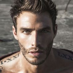 27 Hombres tatuados que te van a enamorar para siempre Shoulder Tattoos - 7 Hottest Places for Male Tattoos That We Love . ] One of the hottest places for male tattoos Inked Men, Tatto Boys, Tatoo 3d, Hommes Sexy, Roman Numerals, Mens Roman Numeral Tattoo, Male Face, Male Body, Attractive Men