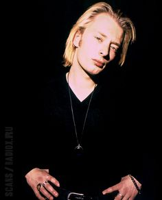 Thom Yorke - Radiohead - May 1993 - By Alastair Indge Great Bands, Cool Bands, Thom Thom, Thom Yorke Radiohead, Grateful Dead Music, The Jam Band, Band Posters, Music Posters, The Strokes