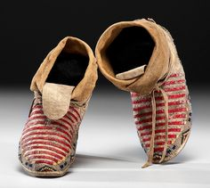 Sioux Beaded and Quilled Hide Moccasins from a Minnesota Collection Thread and sinew-sewn softly tanned hide; designed with bands of . Native American Crafts, Native American Artifacts, Native American Beading, Native American History, American Indians, Pioneer Crafts, Beaded Moccasins, Indian People, Beaded Top