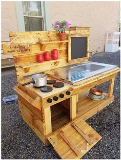 Wooden pallet outdoor kitchen ideas.
