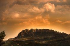 Cayendo el día sobre Montserrat by Mariluz Rodriguez Alvarez on 500px